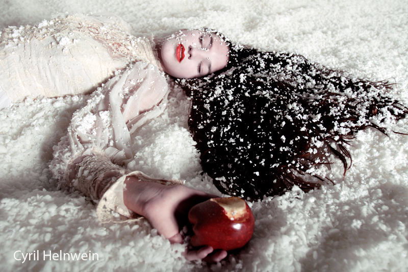 Snow White and the Poison Apple