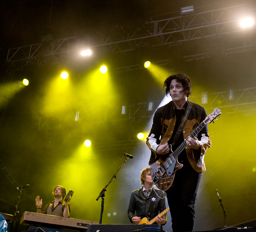 02_The_Raconteurs