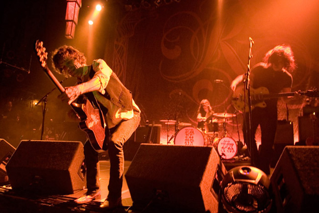 05_The_Raconteurs