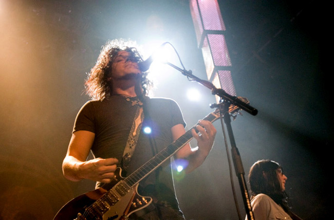 08_The_Raconteurs