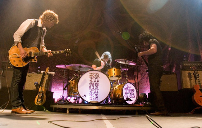 09_The_Raconteurs
