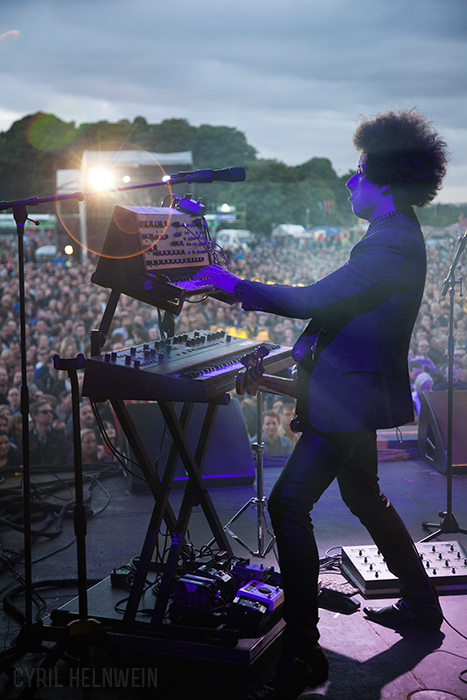Justin Meldal-Johnsen with Beck, 2015